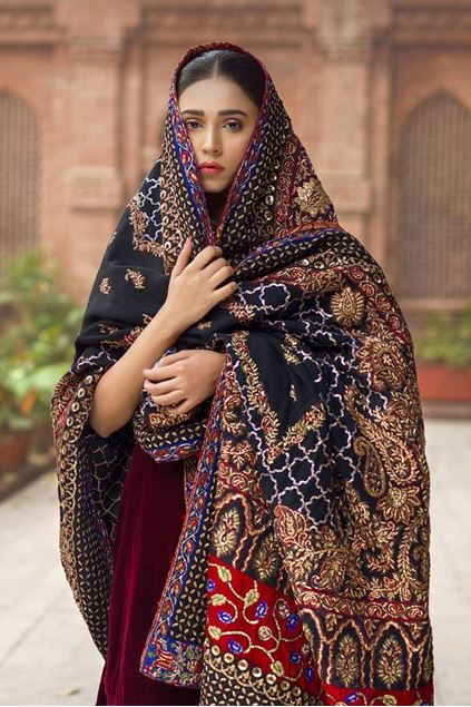 Picture of Formal Gold Border Bridal Shawl